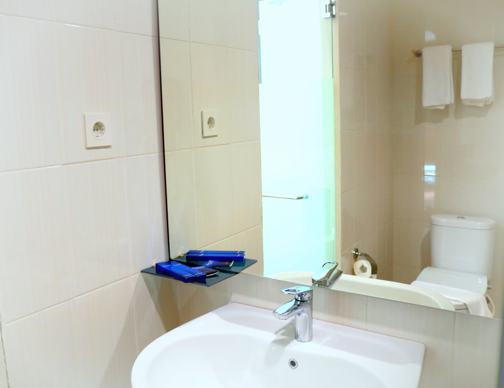 bathroom-juinor-suite-1-anps_orig (1)